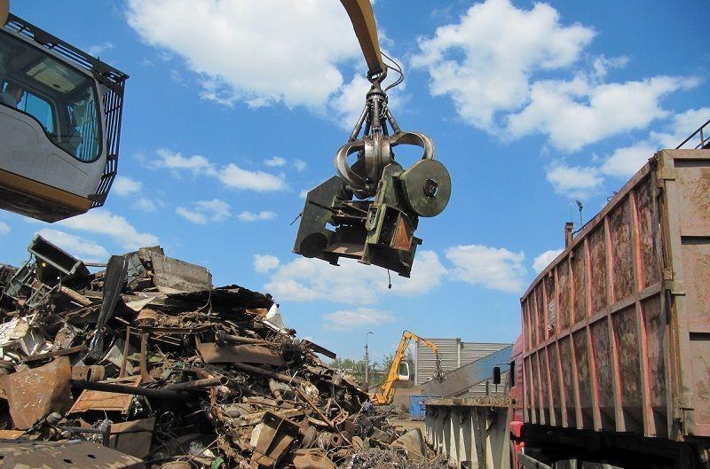 В Омутнинске должник разрезал арестованный грузовик и сдал в металлолом.