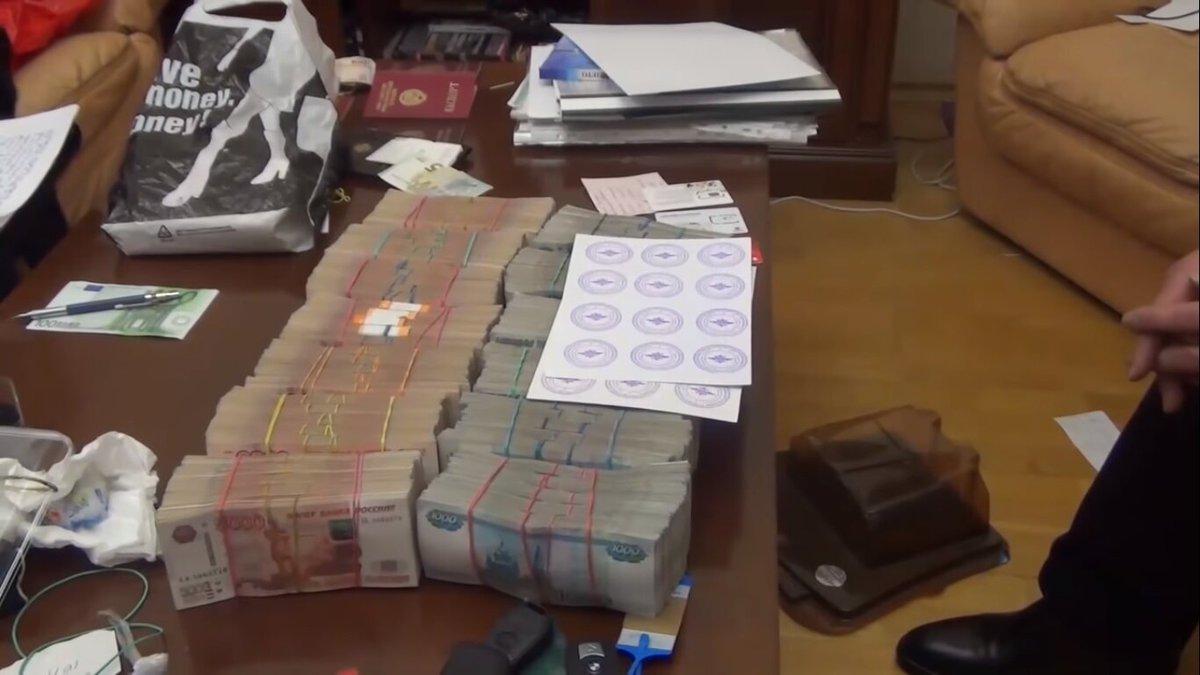 Жительницу Кировской области приговорили к 6 годам колонии за аферу на 420 млн рублей.
