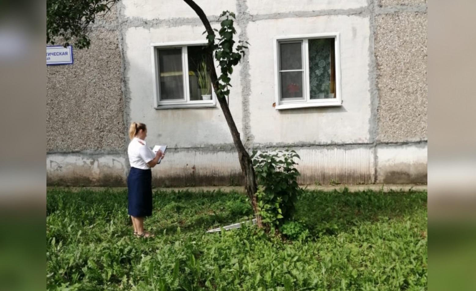 В Кирово-Чепецке 2-летний ребенок выпал из окна 3 этажа.