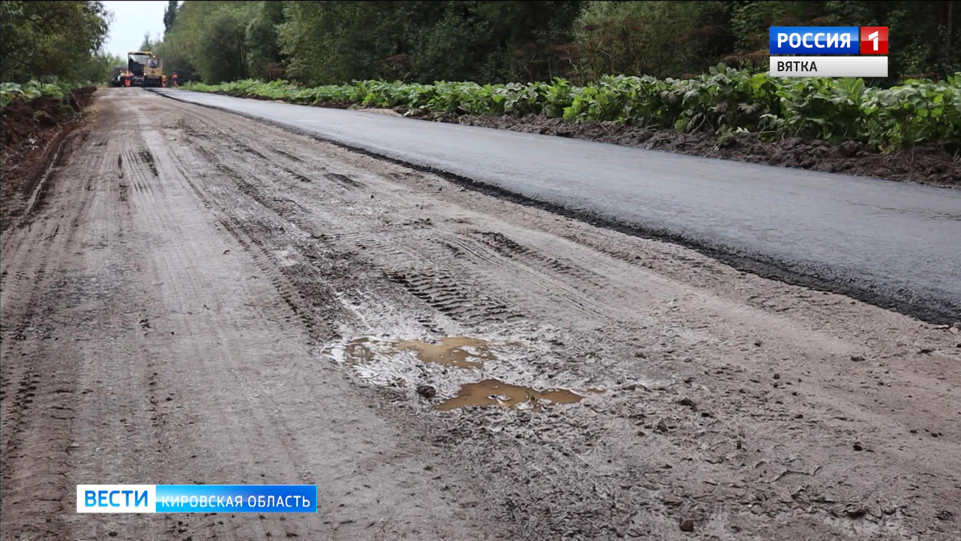 Уложенный на глину асфальт вблизи деревни Никуленки начал разрушаться