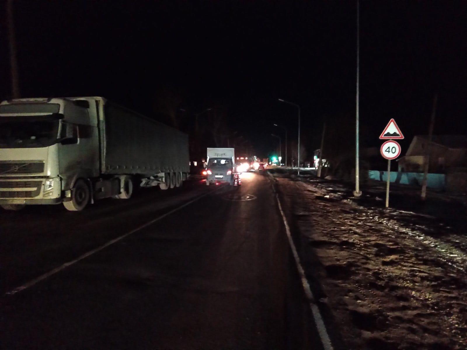 В Слободском районе водитель «Газели» сбил двух пешеходов