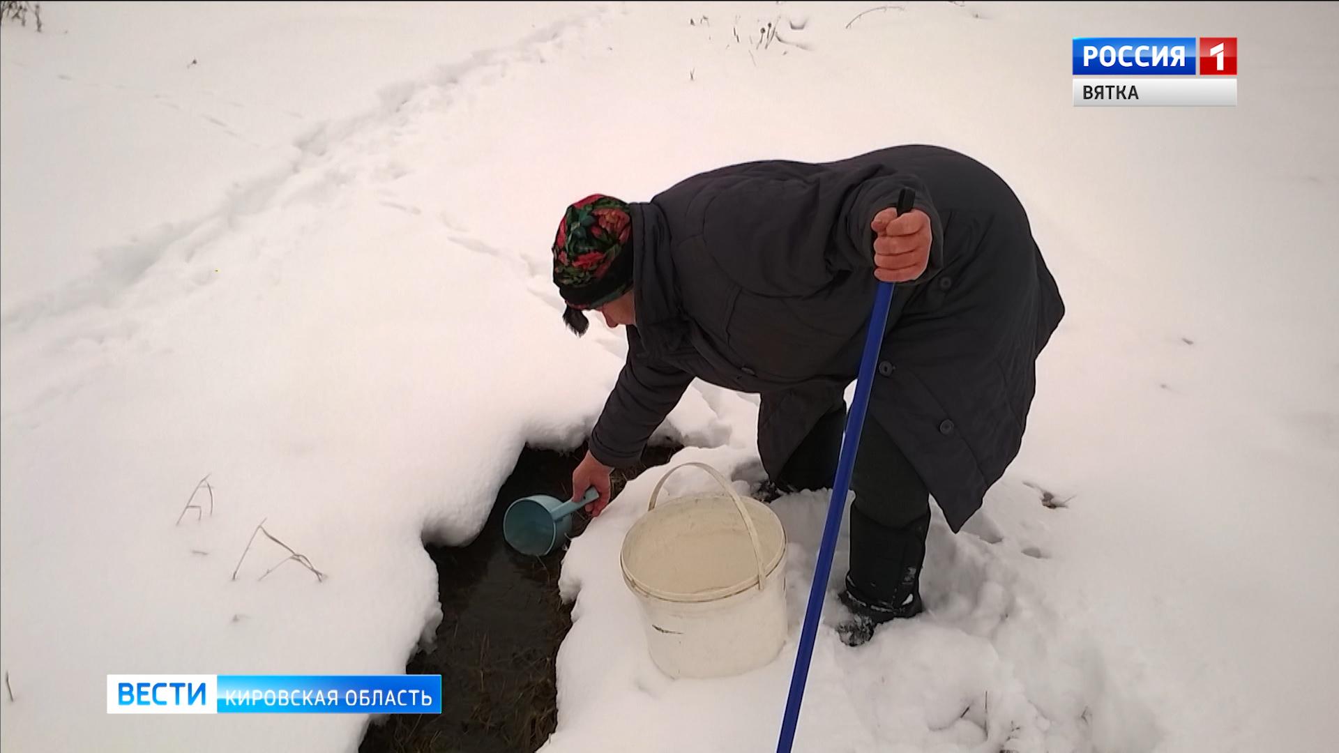 Из-за прорыва водопровода жители Карпушино три недели живут без воды