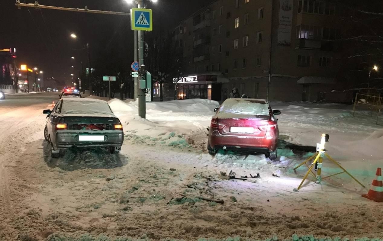 В Кирове в ДТП пострадала девушка