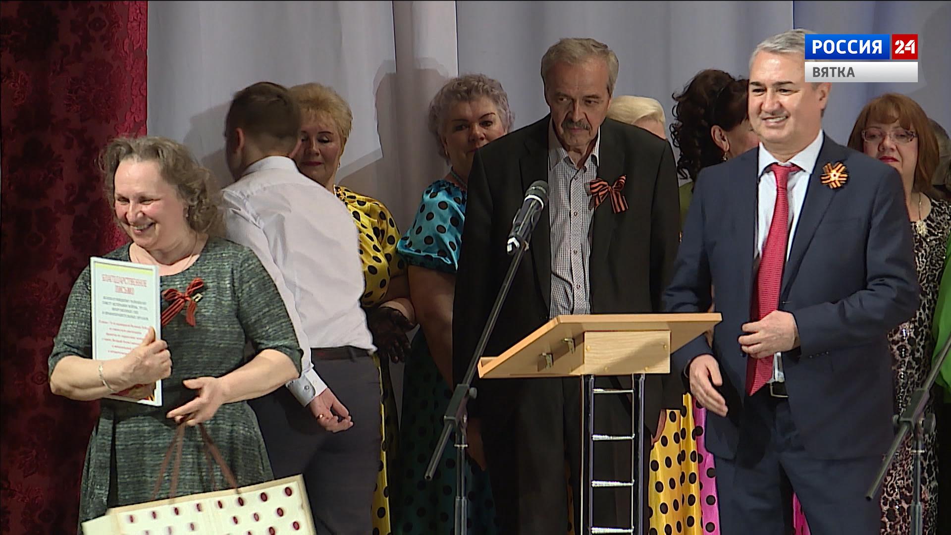 Депутат Рахим Азимов поздравил участников гала-концерта «Поклонимся великим тем годам»
