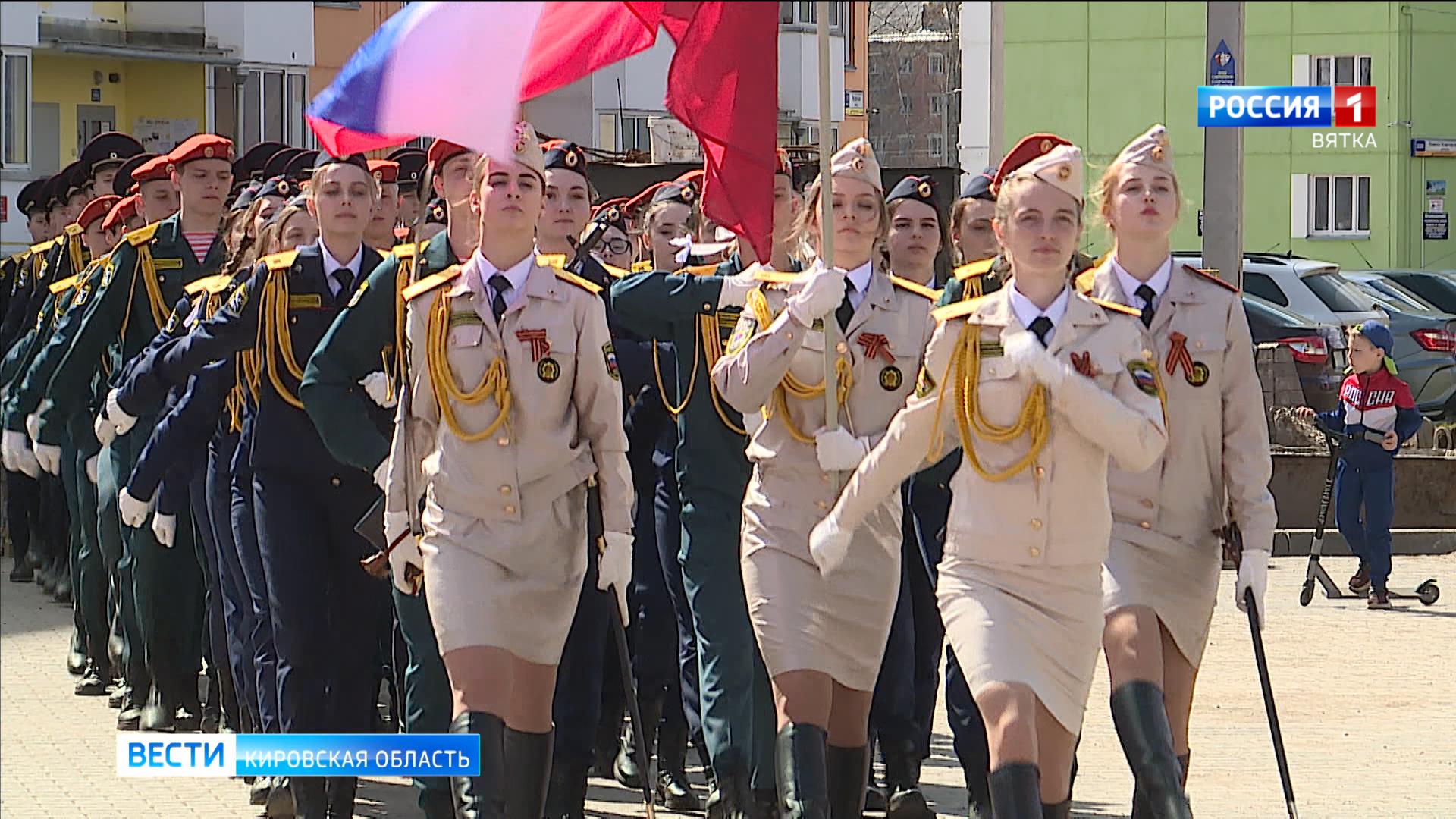 В Кирове для ветеранов провели парад и посадили цветы