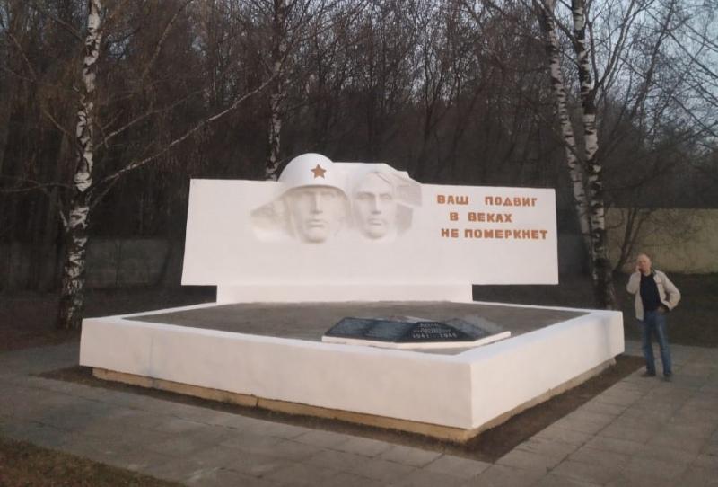 Два жителя Кирова восстановили памятник погибшим в Великой Отечественной войне