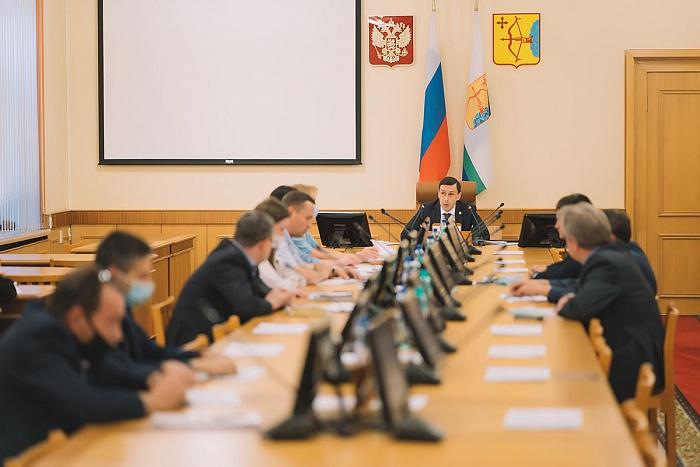 Дмитрий Курдюмов призвал глав районов усилить работу по вакцинации