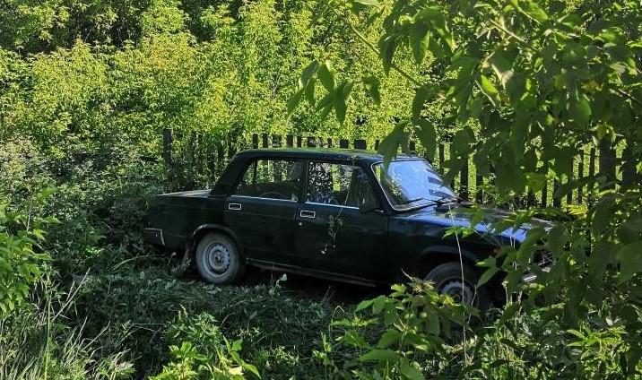 В Омутнинске в результате аварии опрокинулся автомобиль