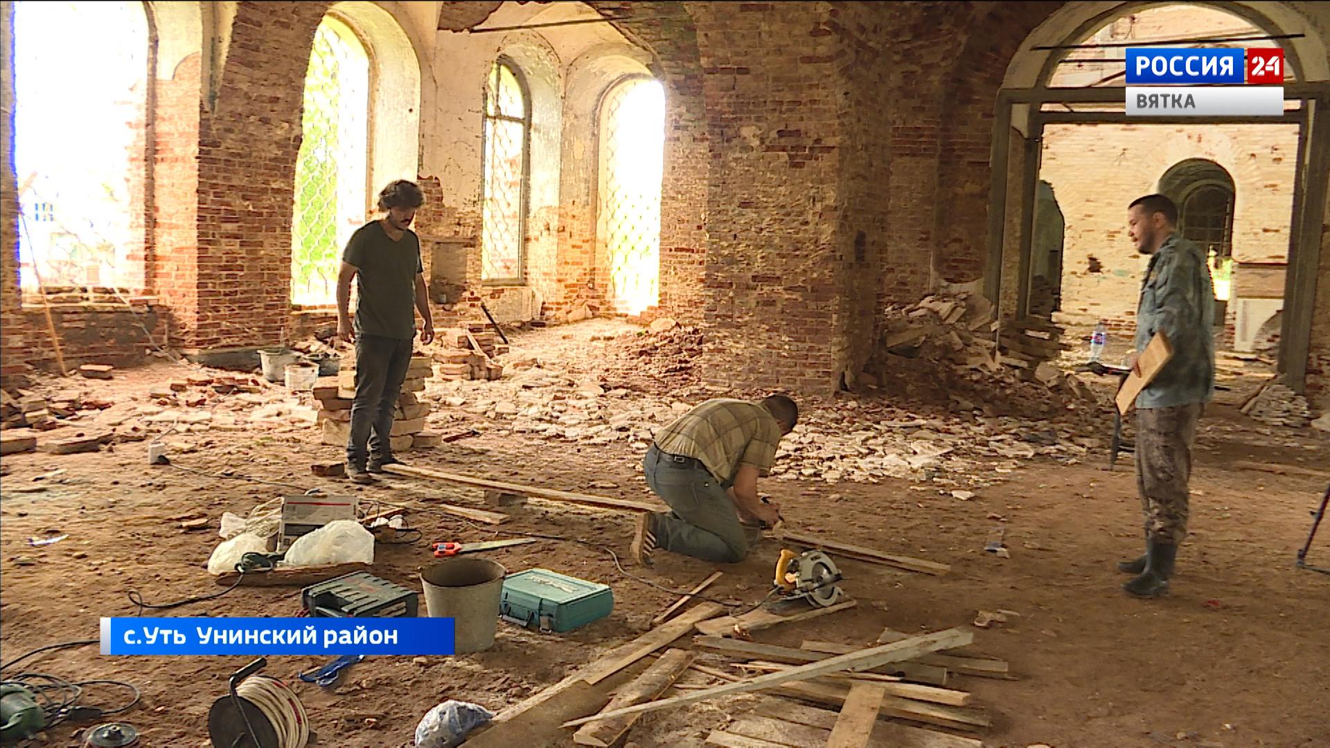 Волонтеры из Удмуртии восстанавливают храм в Унинском районе