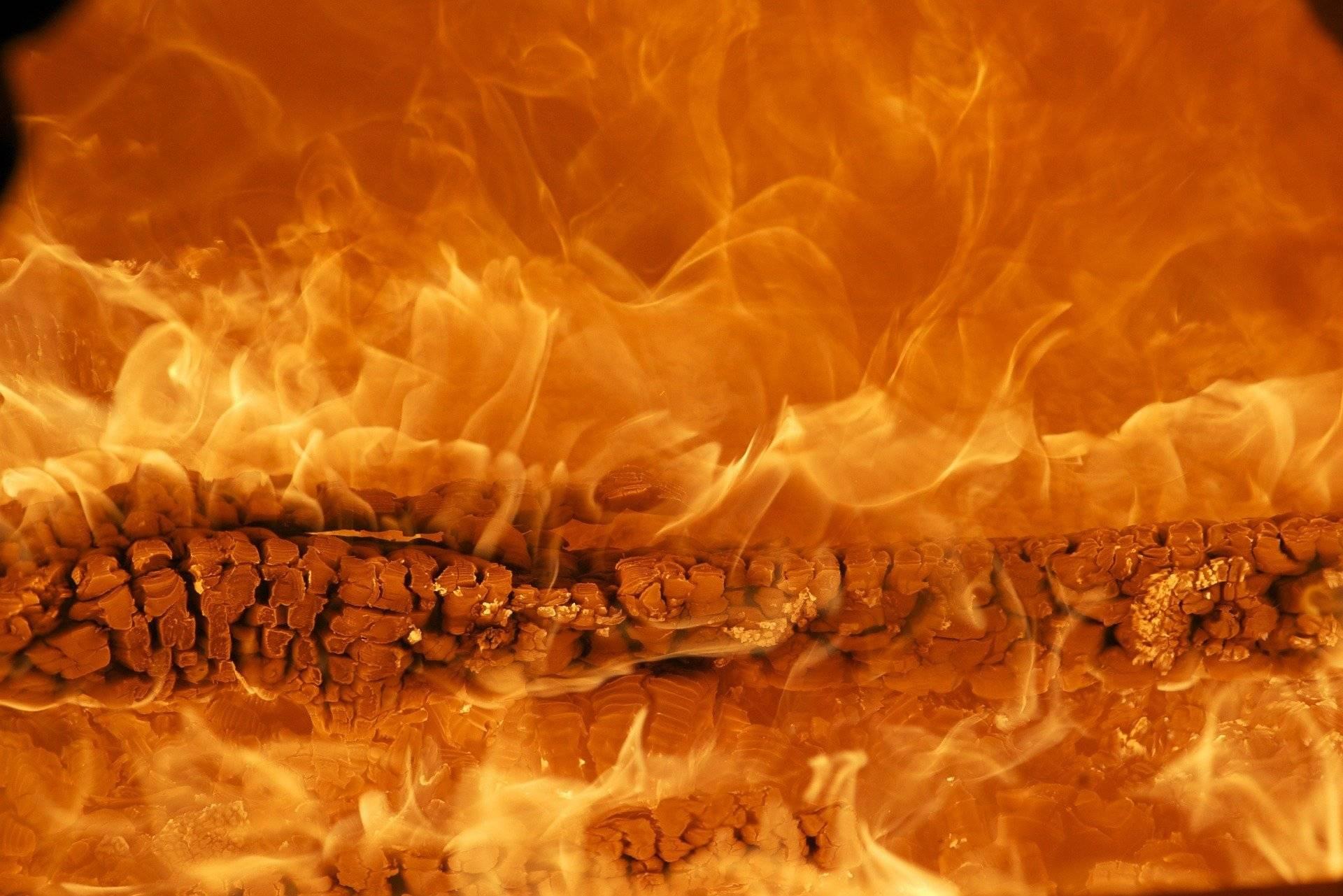 Ночью в Кирове сгорел жилой многоквартирный дом, эвакуировали 15 человек